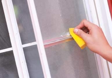 Как можно очистить скотч от пластикового окна: обзор эффективных средств в Ульяновске
